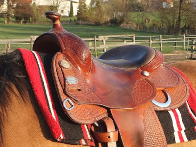 How do you measure yourself for a western saddle