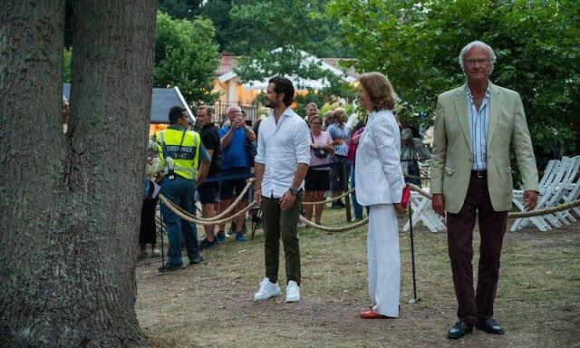King Carl Gustaf, Queen Silvia, Prince Carl Philip, Princess Sofia and Prince Julian. Princess Sofia wore a shein fringe hem rib-knit dress