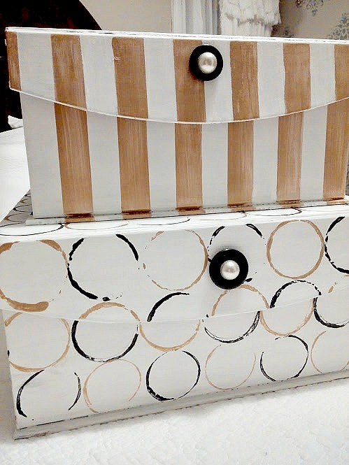 Transform storage boxes with chalk paint for a modern look! diy beautify