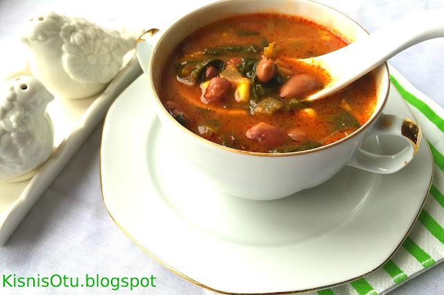 Karadeniz yöresi yemeklerinden Kara Lahana Çorbası Nasıl Yapılır?