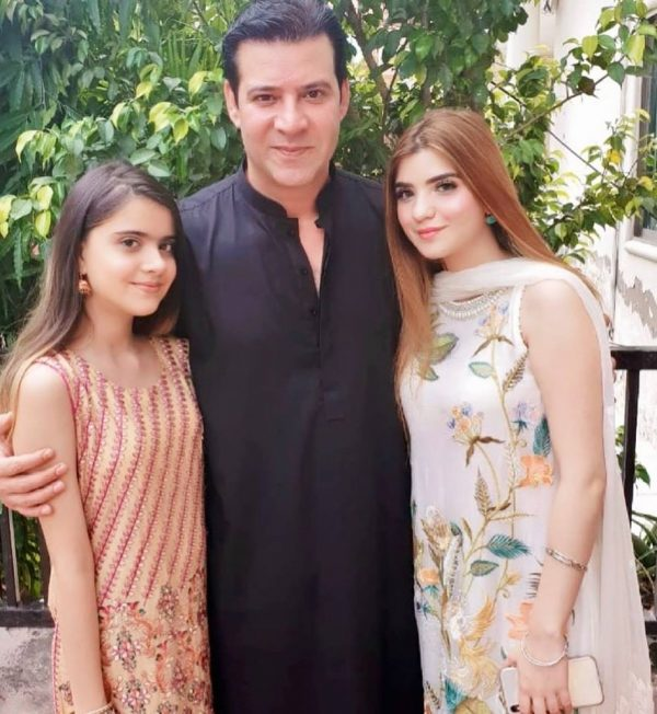 Rea Rana gets makeup from her Father Moammr Rana
