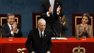 Cohen recibiendo el Premio Príncipe de Asturias de las Letras