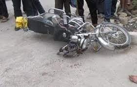 مصرع ربة منزل وإصابة ابنها فى حادث تصادم بين سيارة ميكروباص ودراجة بخارية بسوهاج