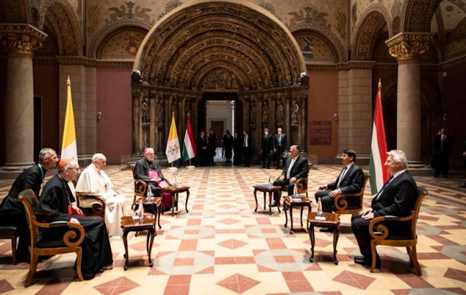 Papa Francesco a Budapest, incontro con Orban poi messa in Piazza degli Eroi