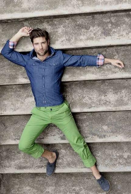 look masculino calça verde greenery (1)