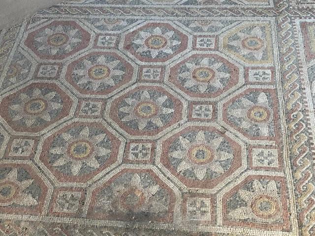 Villa Romana de La Olmeda  decoración de la biblioteca