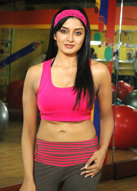 Vimala Raman Cleavage and Navel Actress Trend