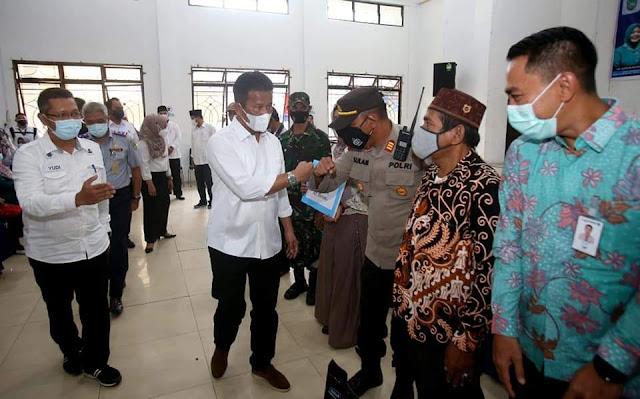 Serahkan Insentif Pengurus PPKM RT RW, Rudi Mengharapkan Sebelum 17 Agustus Kecamatan Belakang Padang Zona Hijau