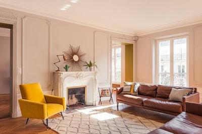 Warna cat rumah clay dapat memberi kesan ruangan terasa lapang.