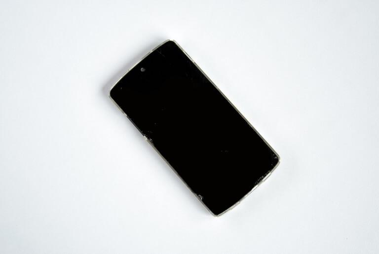 Ganti LCD HP Rusak Bergaris