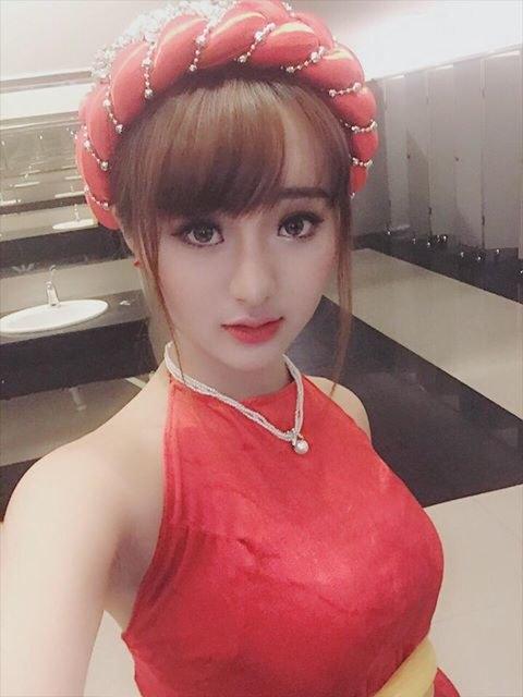 Hot girl Quỳnh Lê mặt cực baby