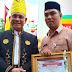 HUT Kotabaru Ke-69 Bupati Serahkan Piagam Penghargaan kepada Kepala SKB