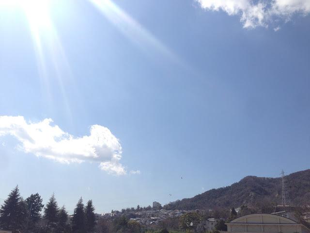 イメージ画像:光の差す山