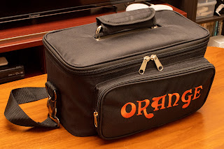 TERROR BASS には専用の GIG BAG が付属している