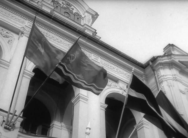1990-1991-й годы. Рига. Три флага: Советского Союза, ЛССР и ЛР на здании Национального театра