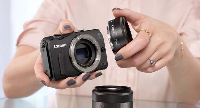Фотоаппарат Canon EOS M и объектив Canon EF-M 22mm f/2