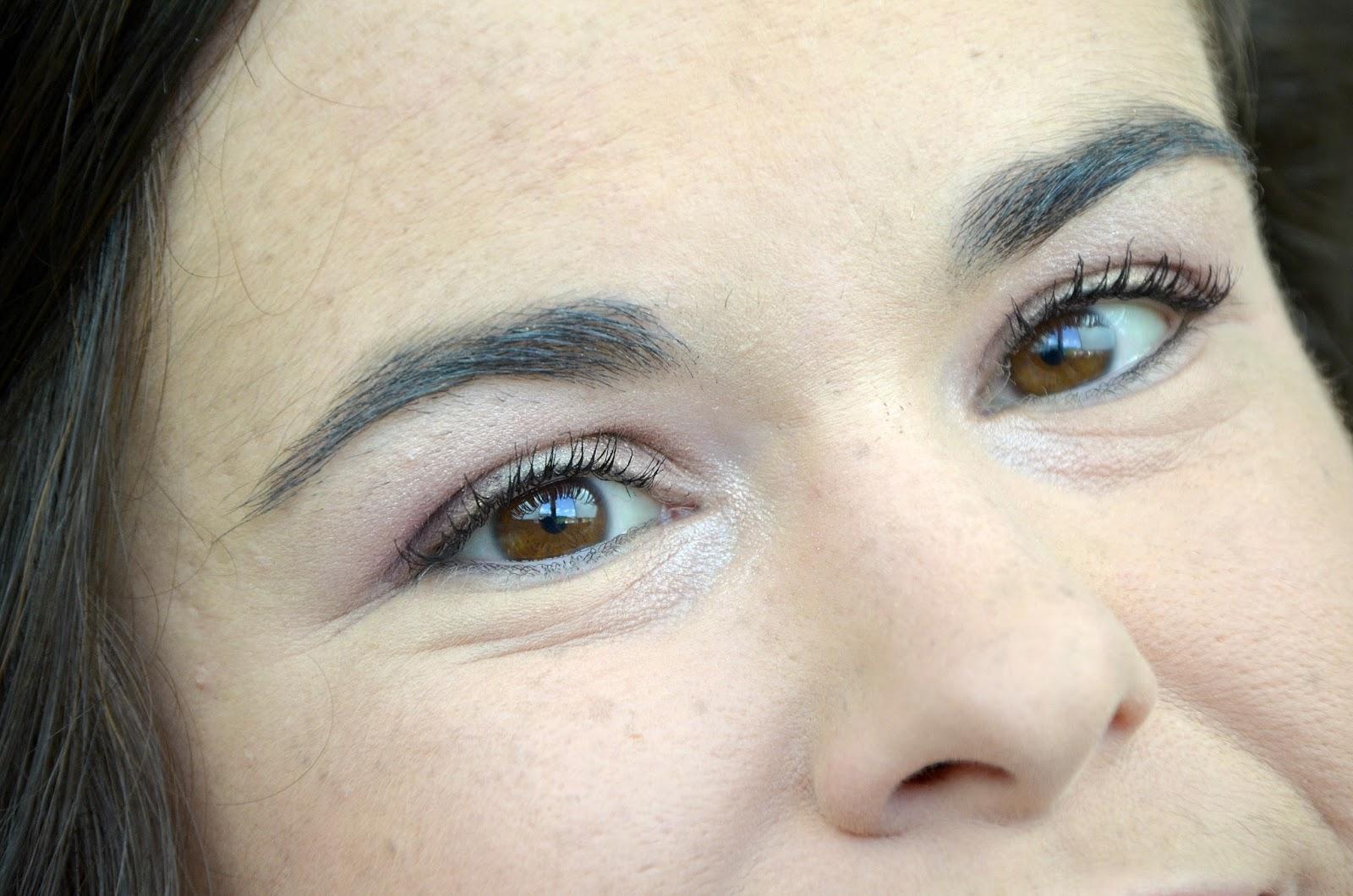 Tutoriel maquillage avec la palette Modern Renaissance Anastasia Beverly Hills yeux ouverts