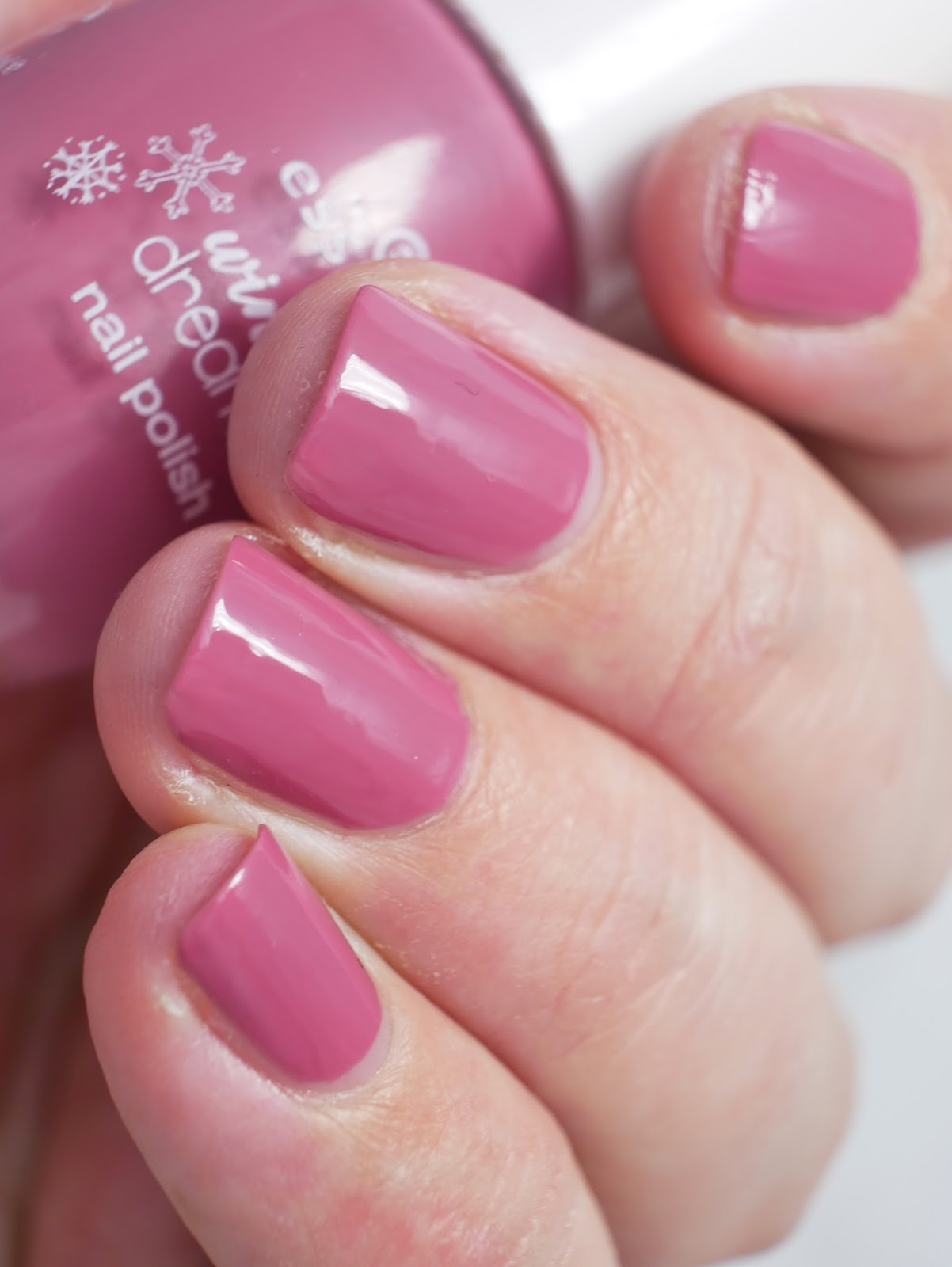 Welcher Topper Ist Der Richtige Lackverliebt Essence Winter Dreamin 39 04 Girlstalk At