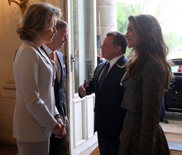 King Abdullah and Queen Rania of Jordan met wit King Philippe and Queen Mathilde of Belgium. Crown Princess Elisabeth, Prince Gabriel and Prince Emmanuel.