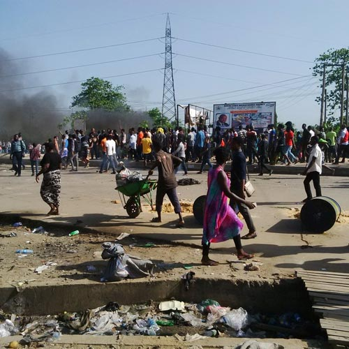 Photos: UNIPORT Students Mount Roadblocks In Protest Of School Fees Hike