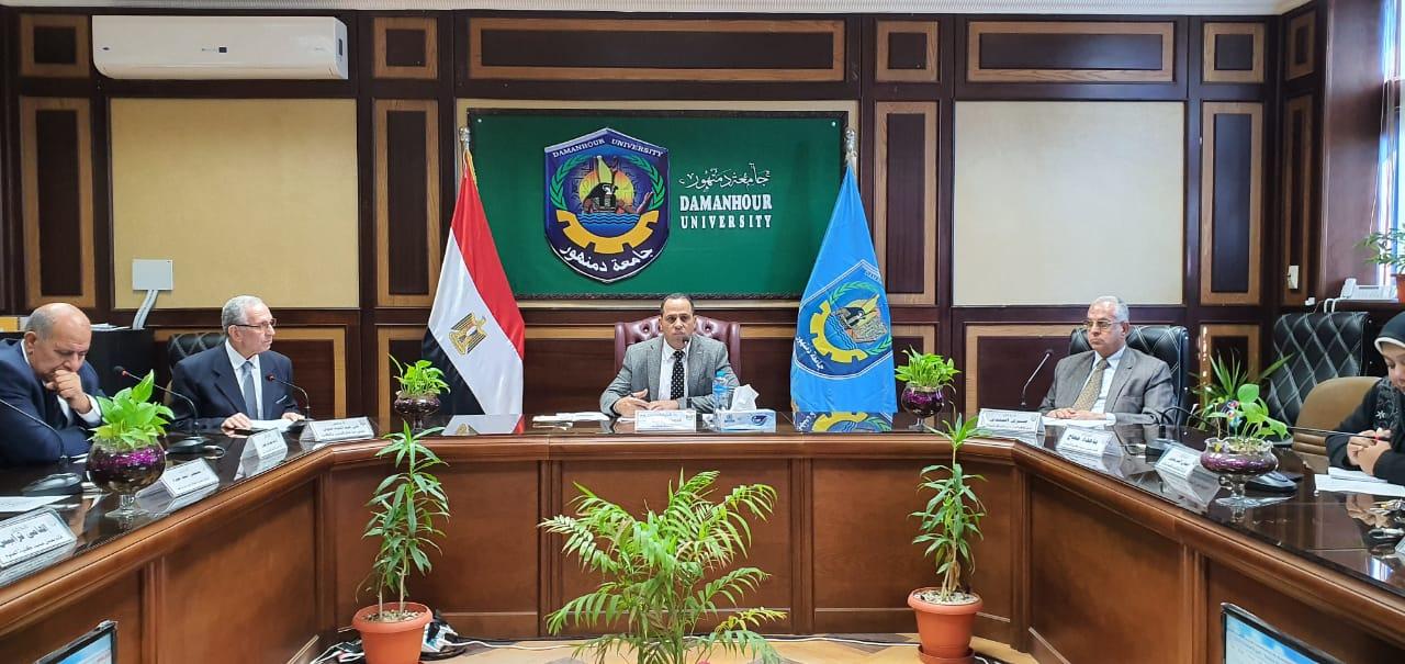 عبيد صالح .. القيادة السياسية حريصة على إستمرار ربط الجامعات بإحتياجات المجتمع