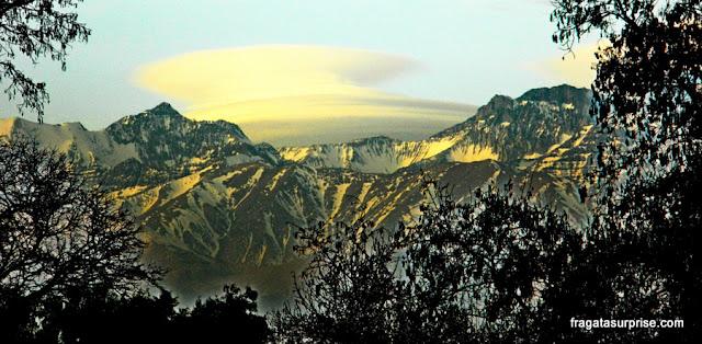 Cerro San Cristóbal: vista para as montanhas em torno de Santiago do Chile