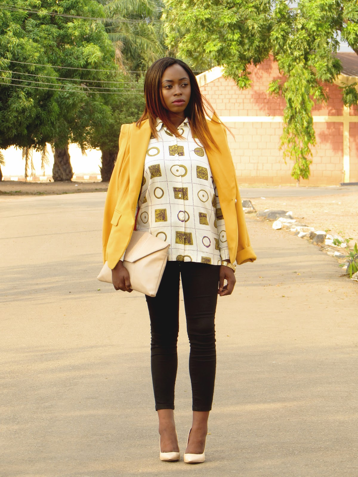 retro shirt, vintage shirt, skinny jeans, 90s printed shirt, mustard blazer