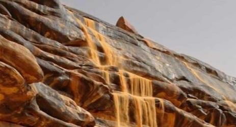 "محرك ""بينغ"" ينتصر لموريتانيا ويعيد إليها صور شلالات رمال سرقها جزائريون!"