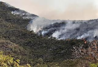 Incêndio atinge a Serra das Almas