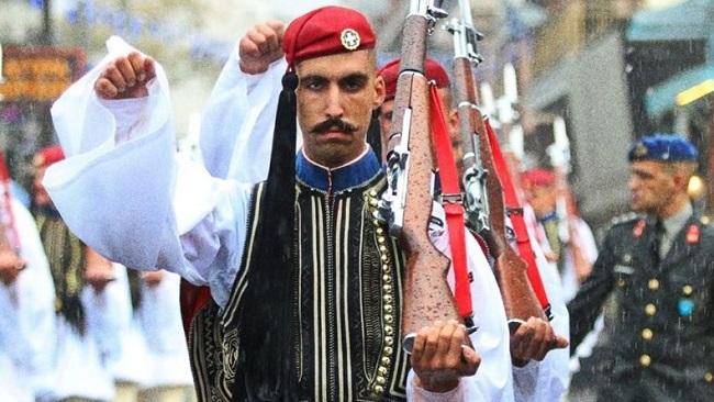 Η ανάρτηση του Εύζωνα, για την παρέλαση της 4ης Οκτωβρίου στην Ξάνθη