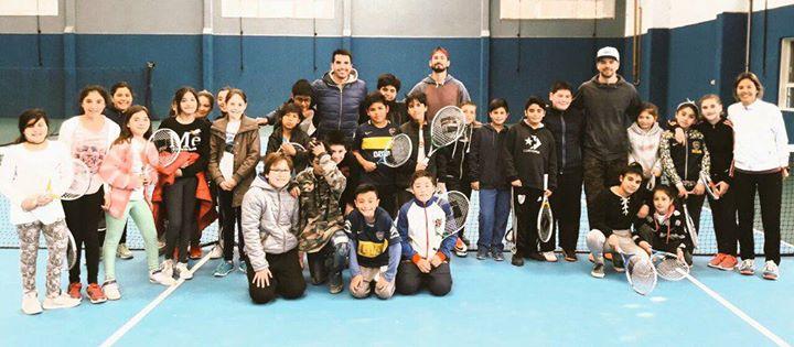 Quienes concurren a las clases participan en un torneo infantil en el Puerto  Madryn Tenis Club. 9d82f6f74b8d3