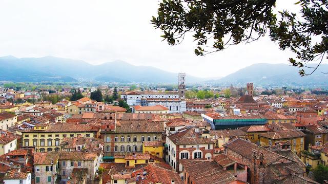 Panóramica de Lucca en la Toscana