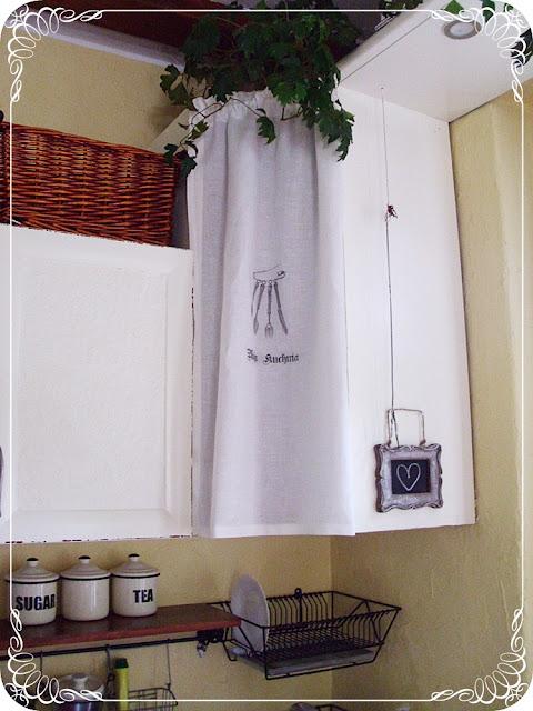 zasłonka w kuchni- wiejski urok zasłonek kuchennych