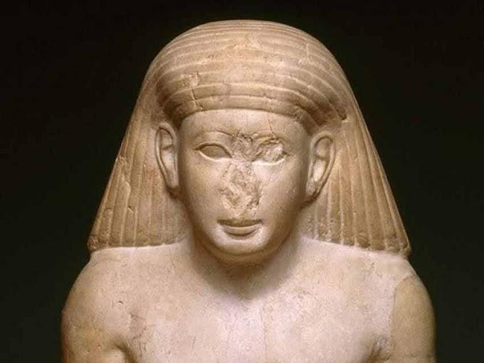 Các tác phẩm điêu khắc của Ai Cập cổ đại luôn bị gãy mũi là do đâu?