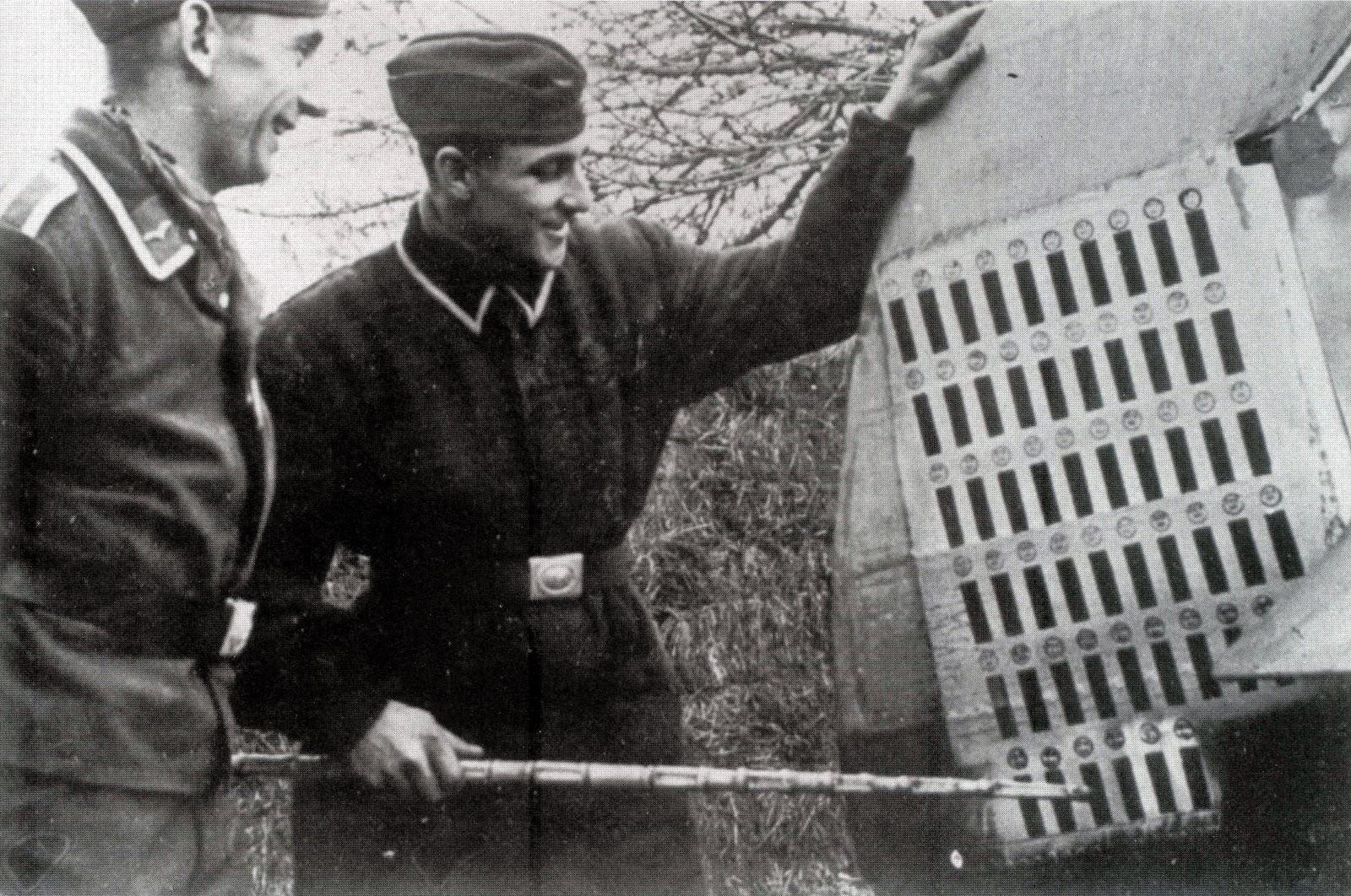 Dua Orang Anggota Luftwaffe Memperhatikan Sayap Ekor Pesawat Messerschmitt Bf  Milik Major Adolf Galland Geschwaderkommodore Jagdgeschwader