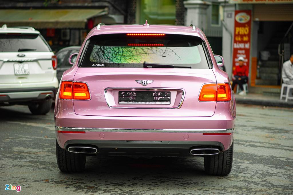 Cận cảnh Bentley Bentayga màu điệu nhất Việt Nam