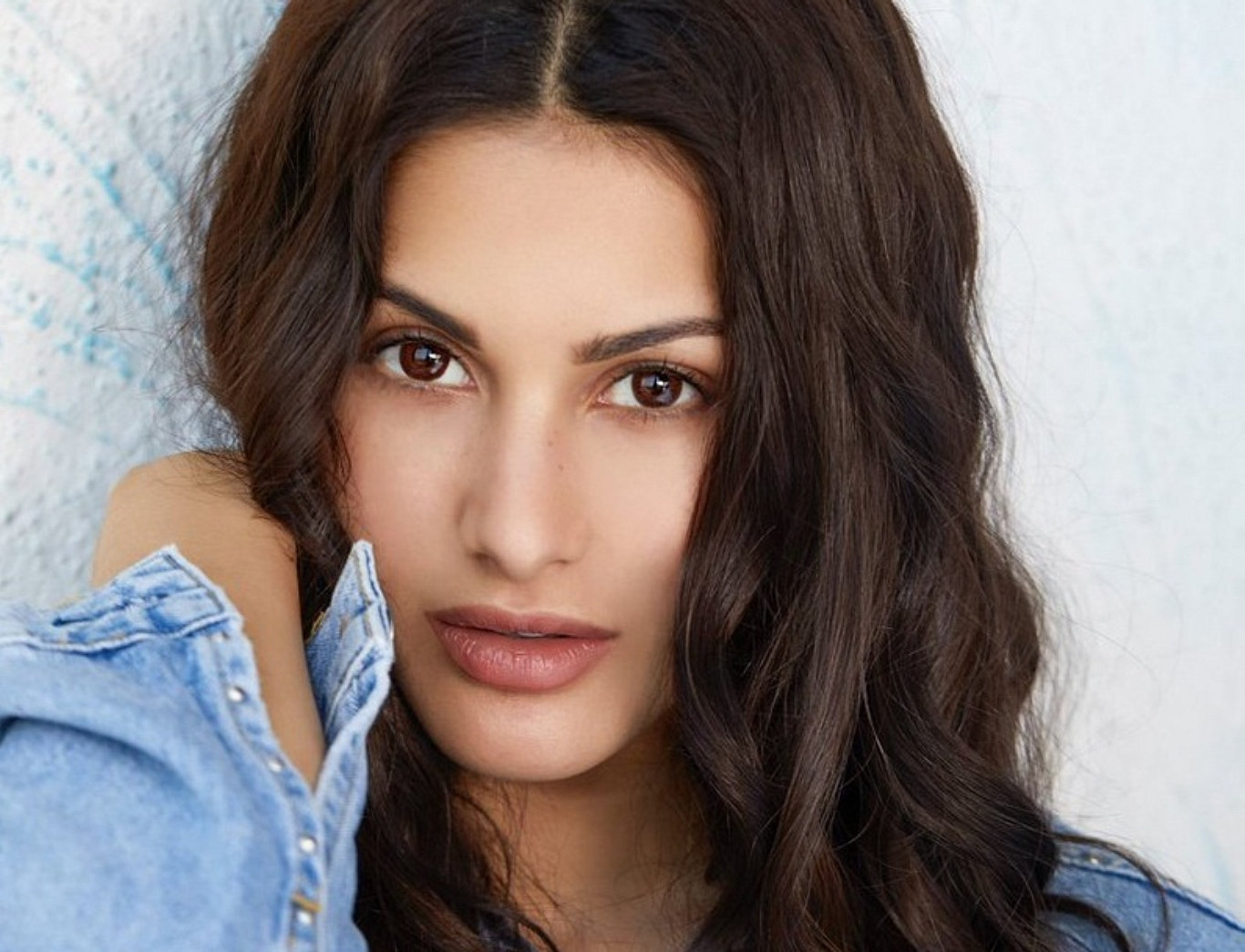Amyra Dastur Cute Face HD Wallpaper