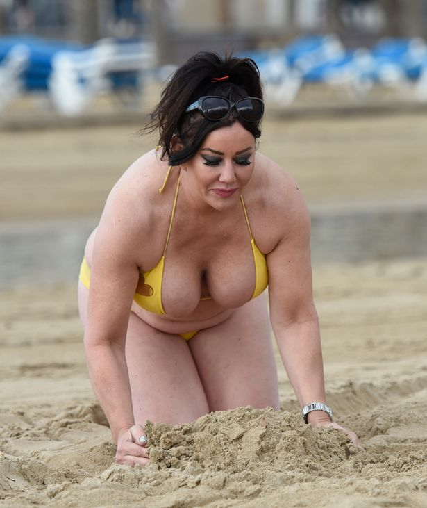 Lisa Appleton awkward wardrobe malfunction.