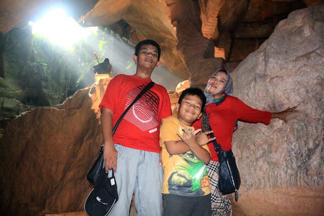 Ruangan lain di dalam gua Arosbaya yang masih terdapat ROL.