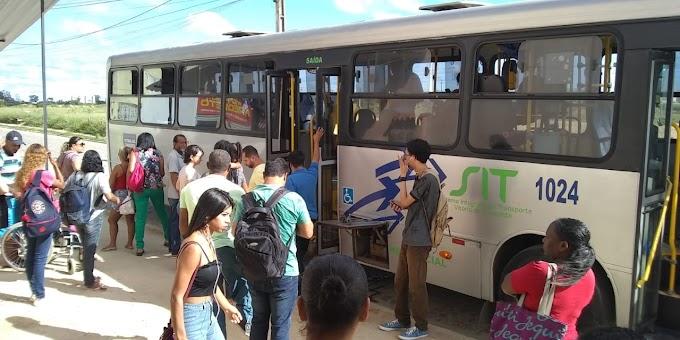 """VIAÇÃO ROSA   Ônibus quebrado e elevador travando a porta: mais um dia """"normal"""" na empresa de ônibus gerida pela Prefeitura"""