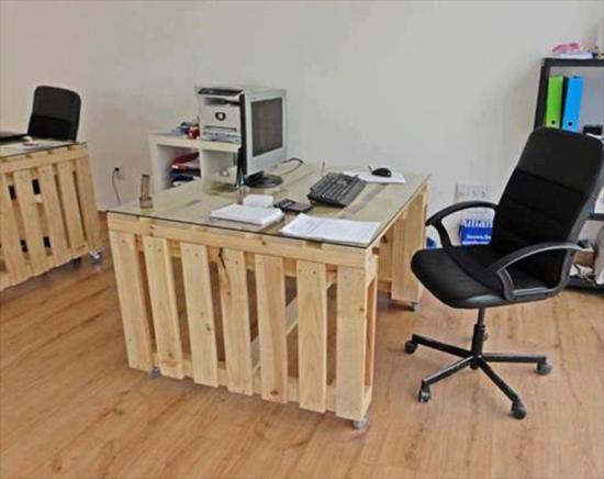 desain meja minimalis dari palet kontainer bekas