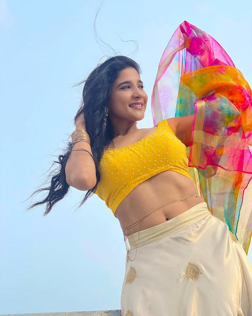 Sakshi Agarwal Recent Navel Show Stills in Yellow Blouse Actress Trend