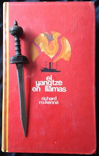 Portada del libro El Yangtsé en llamas, de Richard McKenna