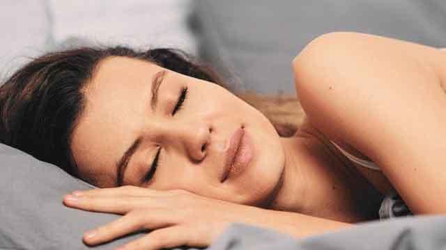 दीर्घायु के लिए आवश्यक है गहरी नींद