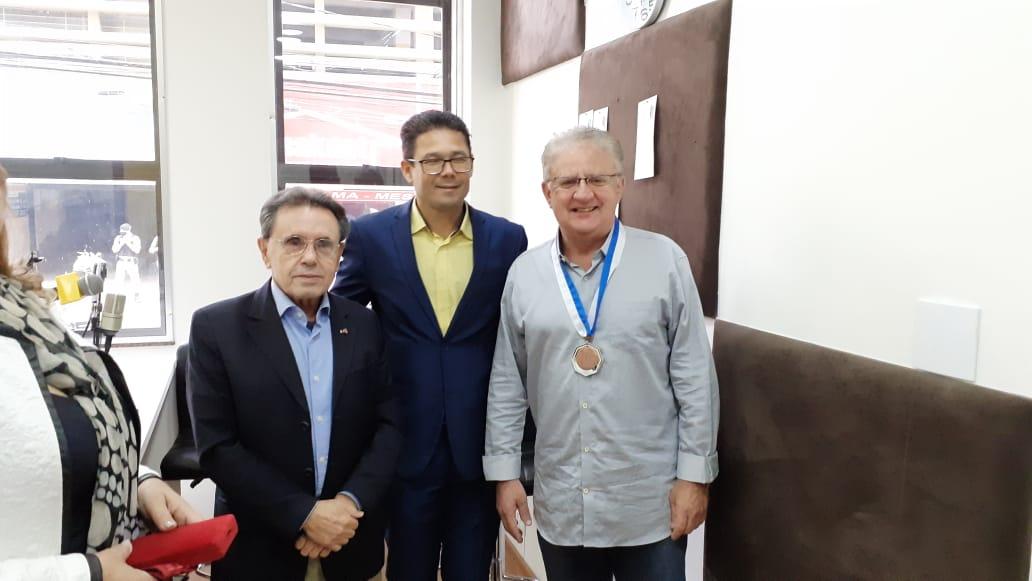 Em agosto do ano passado (2020), o Diretor da Sucesso foi homenageado com Medalha do Mérito Legislativo pela Câmara Municipal de Barbacena.