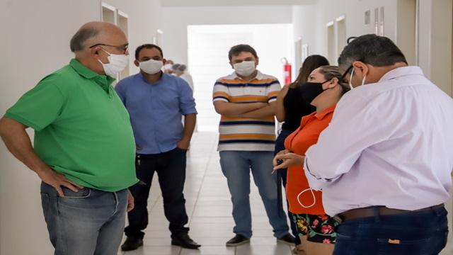 Prefeito Ivanes Lacerda visita unidade de saúde no Conjunto Itatitunga e confirma início das obras de reestruturação das UBS