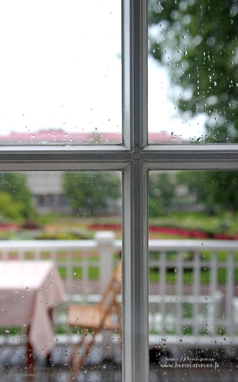 sateinen ikkunaruutu