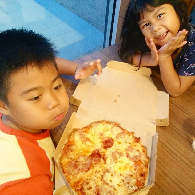 Order online Domino pizza sempena kempen it's all about you