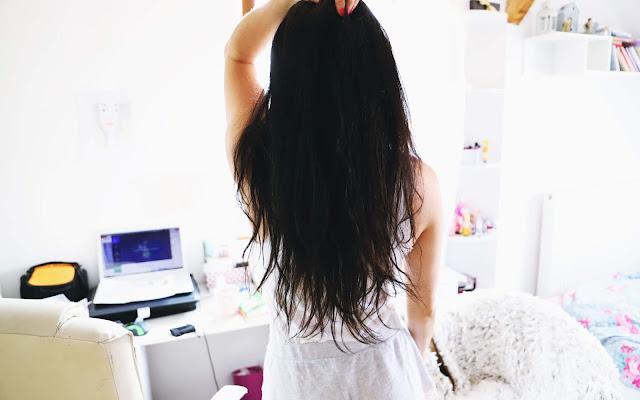 Jak poprawnie olejować włosy - dwuetapowe olejowanie - Czytaj więcej »