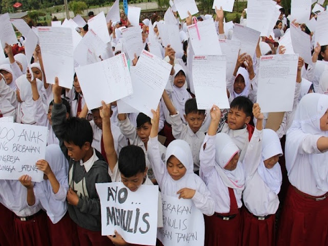 Ribuan Anak Kaki Gunung Slamet Tulis Surat untuk Presiden